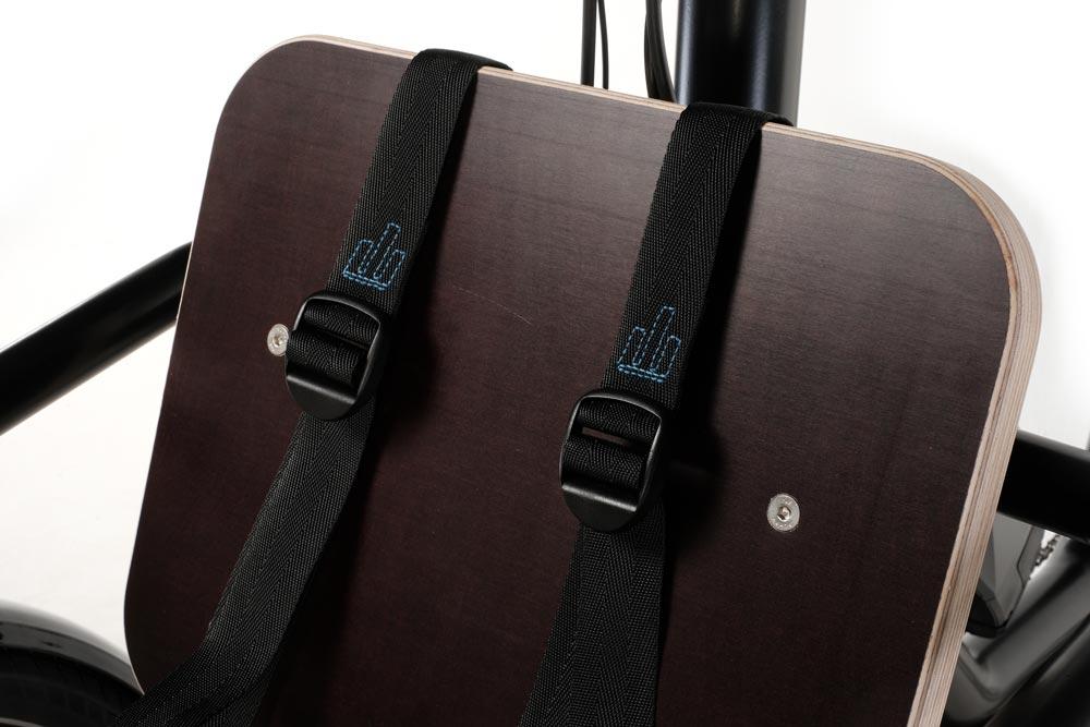 Siège avant avec ceinture de sécurité sur triporteur électrique